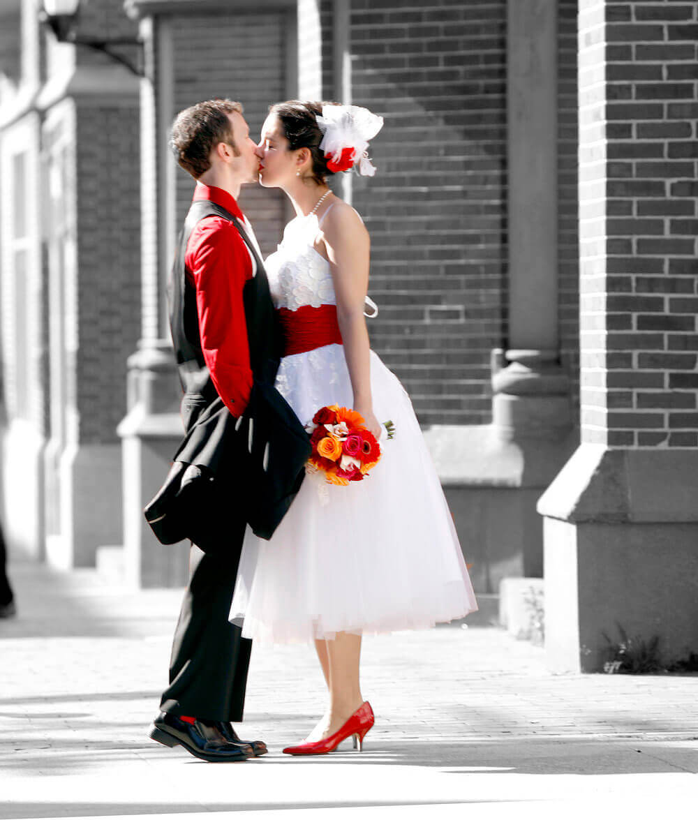 Wedding photography of a couple kissing in Portland Maine